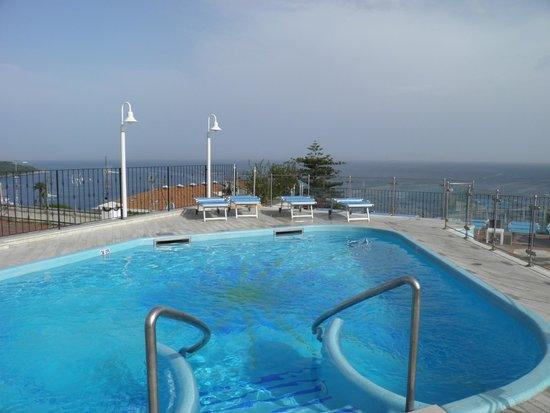 Grand Hotel De La Ville Sorrento: Roof top pool