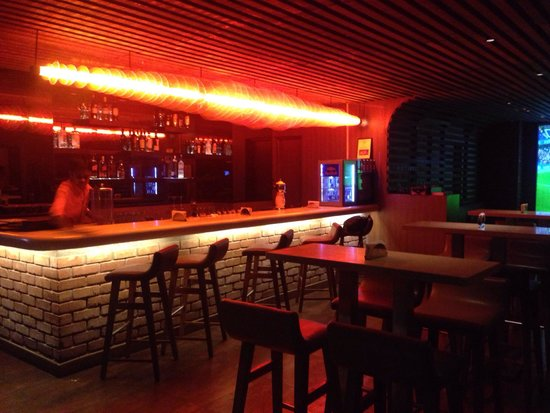 Lemon Tree Premier, HITEC City : The Slounge- a great place to drink well priced beers, play pool and make friends with the aweso
