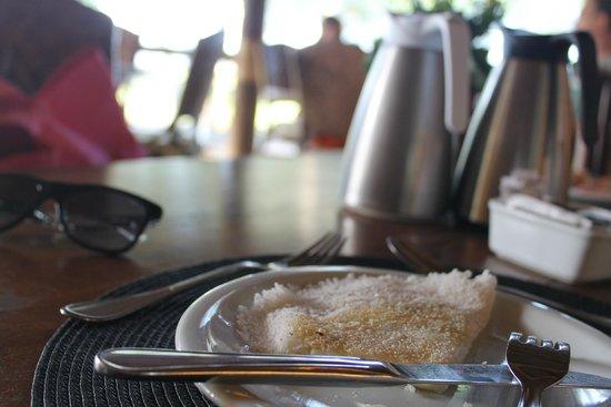 Tivoli Ecoresort Praia do Forte: Tapioca fresquinha com direito a garrafas de leite e café individuais