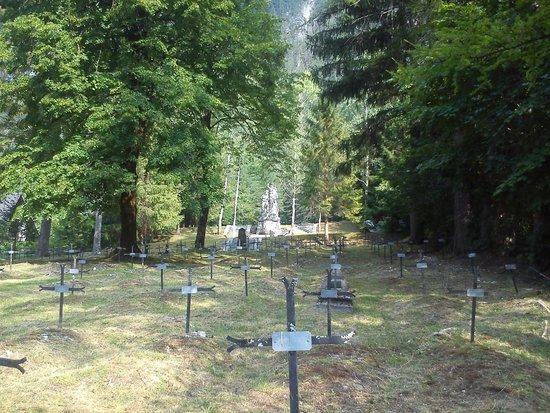 Soldatenfriedhof Log Pod Mangartom: Blick von der untersten Terrasse nach oben