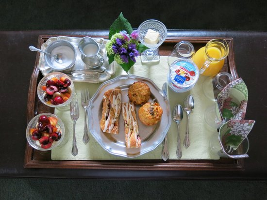 Grey Oak Guest House: Amazing breakfast w/ fresh fruit & pastries. She puts tray just outside room, we ate in our jamm