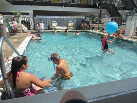 Sunflower Motel: The Pool