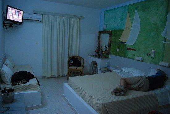 Holiday Sun Hotel: la chambre
