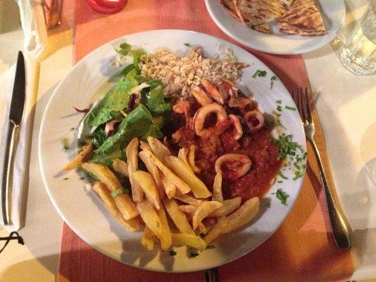 Taratsa Kitchen Bar : sauted calamari