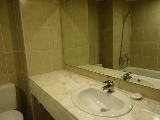 La Dolce Vita Hotel : baño