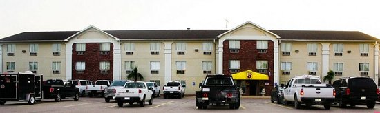 Super 8 Waco University Area: Parking and Front