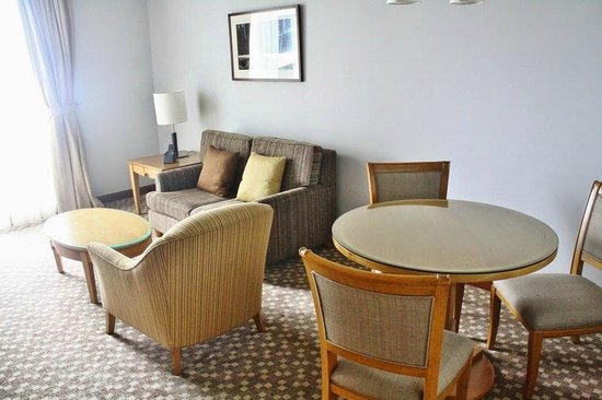 The Linden Suites: Newly refurbished one bedroom suite (living room) at Tower 1