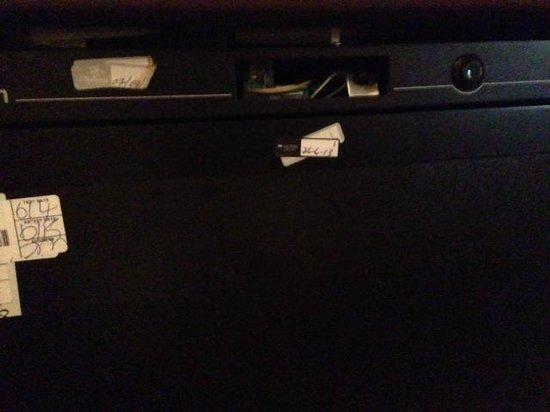 Hilton London Metropole: Minibar broken