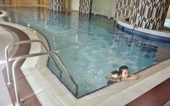 The Linden Suites : Pool at the 9th Floor of Tower 1