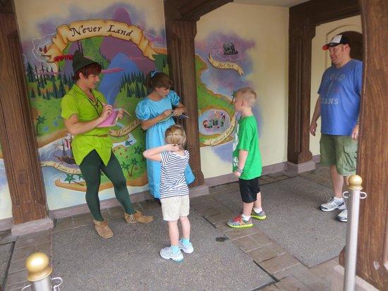 Disney's Caribbean Beach Resort : Meeting Wendy and Peter Pan