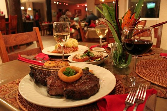 Clarion Suites Roatan at Pineapple Villas: 2 Great Dining Options