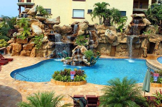 Clarion Suites Roatan at Pineapple Villas: Beautiful Cascading Waterfalls