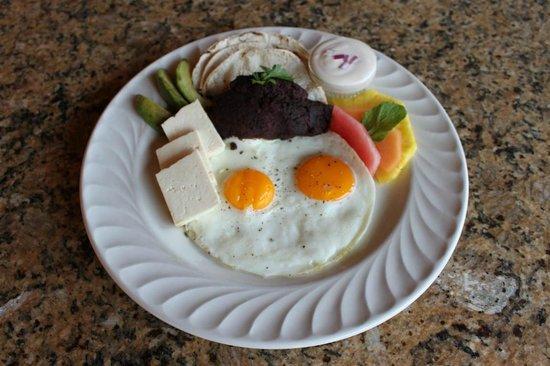 Clarion Suites Roatan at Pineapple Villas: 2 Restaurants on Site