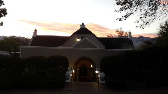 Grande Roche Hotel : Beautiful sunrise at Grande Roche