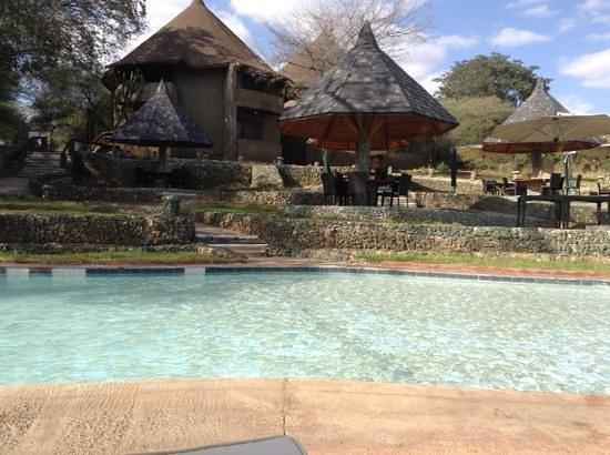Tarangire Sopa Lodge: zwembad & terras