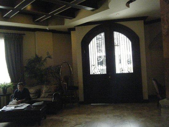 Clarion Suites Mediterraneo : Lobby entrance ( Inside )