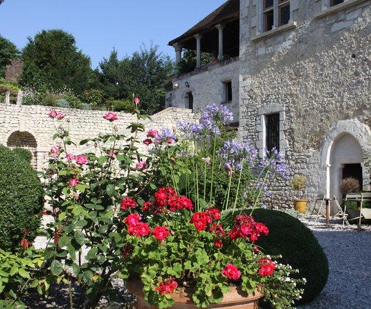 La Demeure des Vieux Bains : une demeure historique fleurie