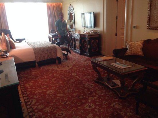 The Leela Palace New Delhi : Parlor room- 7th floor