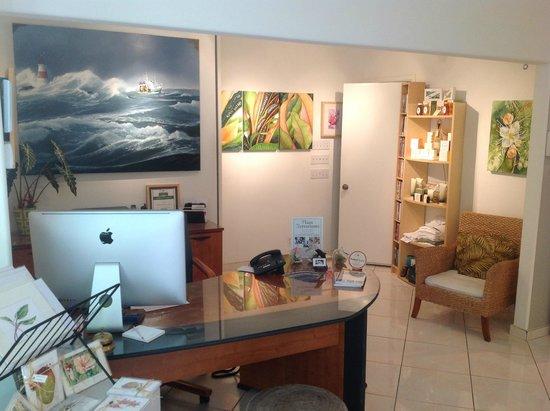Kona Kai Resort, Gallery & Botanic Garden: Office and art gallery