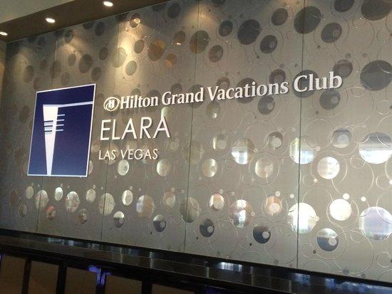 Elara, a Hilton Grand Vacations Club: Front Desk