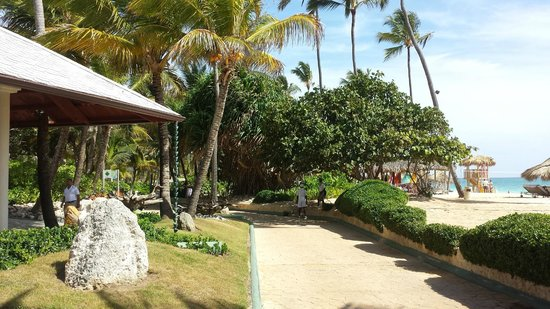 Paradisus Punta Cana Resort: Headed to Beach