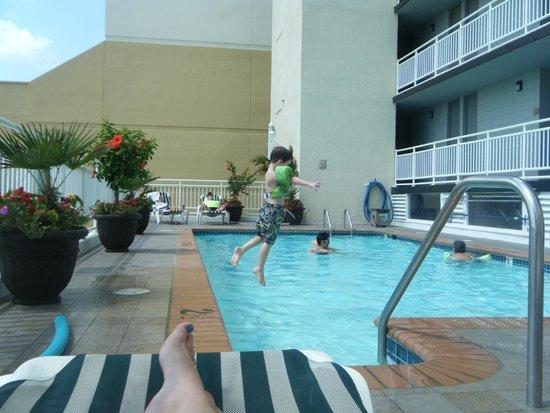 Ocean Suites: Pool