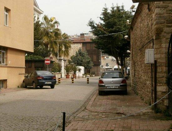 Ramparts: Улица, на которую выходит отель