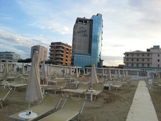 Club Family Hotel Palace Lido: L'hotel dalla spiaggia