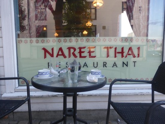 Naree Thai restaurant : Restaurant front with small eating area over looking lovely street.