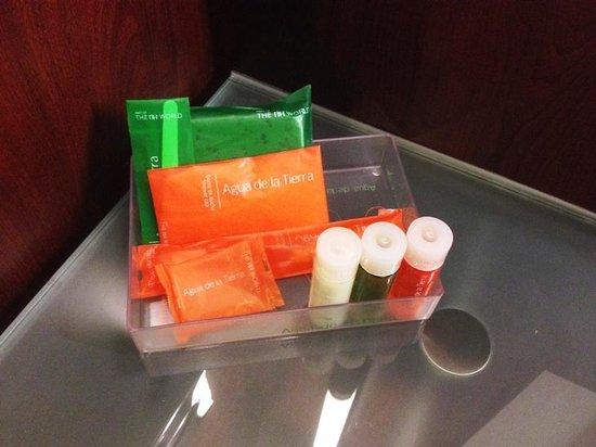 NH Vienna Airport Conference Center: Les produits disponibles dans la salle de bain.