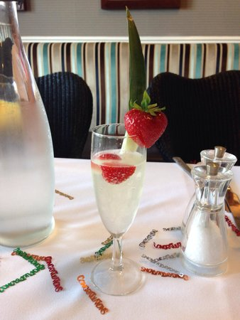 Tynedale Hotel: Prosecco beautifully presented