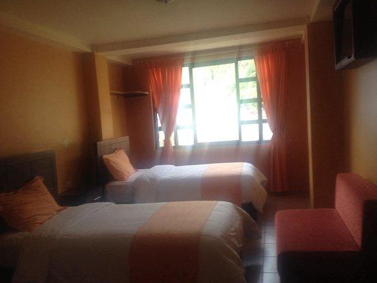 Habitación triple Hotel La Chimenea