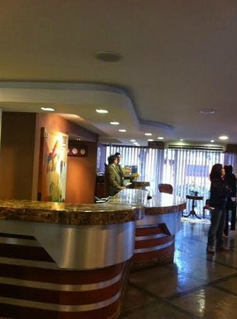 Hotel Rafain Centro: Recepção do hotel Rafain
