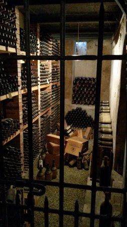 Castello di Verrazzano: wine cellar storage