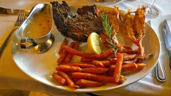 Belthazar Restaurant and Wine Bar: 500gr chicago cut steak with mushroom sauce and sweet potato fries and 2 langoustines. perfect!