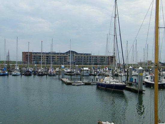 Apollo Hotel IJmuiden Seaport Beach: hotel vanaf marina