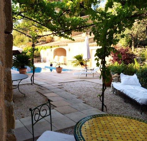 Les Quatre Saisons : The pool area
