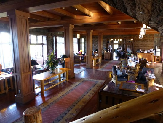 Crater Lake Lodge: Great Hall - a nice gathering place
