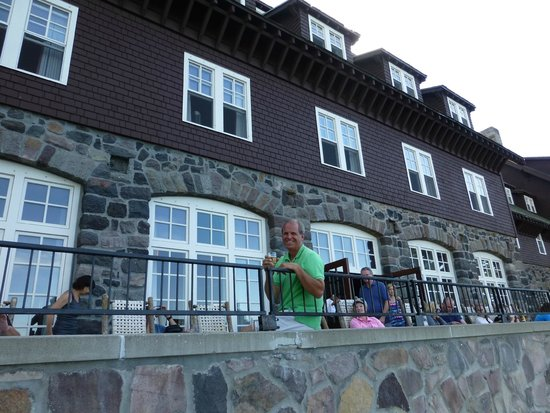Crater Lake Lodge: on the porch