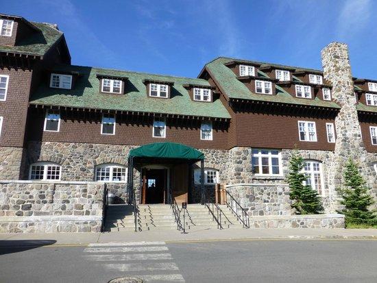 Crater Lake Lodge: hotel main entrance