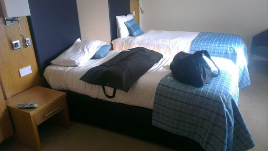 Wildings Hotel & Restaurant : Single room for 1 - £52,  big enough for 2