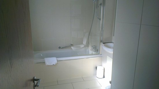 Wildings Hotel & Restaurant : Nice clean bathroom,  good size