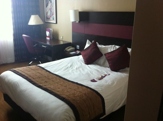 Crowne Plaza Leeds: bed