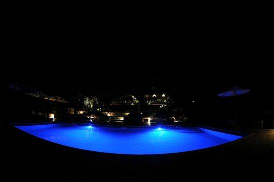 Locanda Le Piazze: la piscine by night