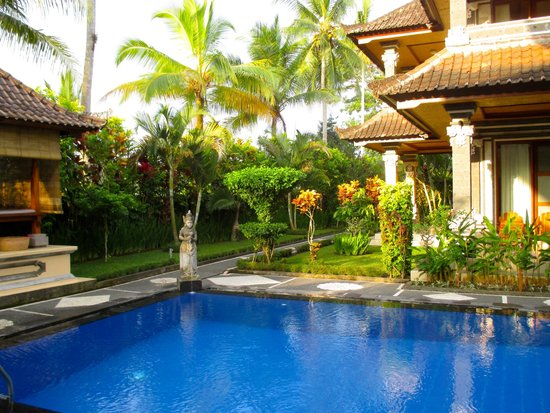 Villa Agung Khalia: Luxurious grounds and pool area of Villa I.