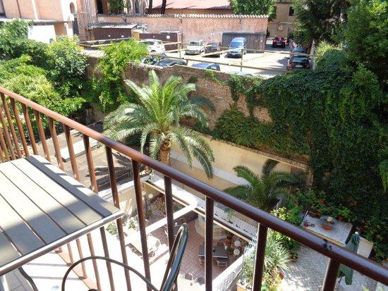 Hotel Verona: Balcony view