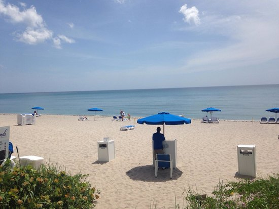 Delray Sands Resort on Highland Beach: Beach view from hotel. Perfect!