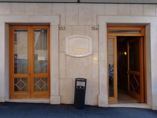 Hotel Verona: Entrance to hotel