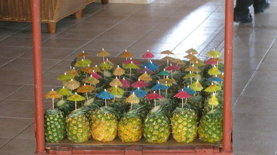 Majestic Elegance Punta Cana: Pineapple drinks