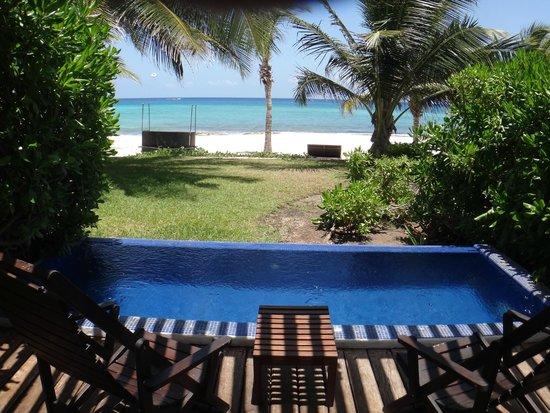 Le Reve Hotel & Spa: Terraza piscina y vista al mar